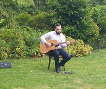 Wedding guitarist at Tarryn and Lochie's beautiful wedding at Mason Wines Mt. Tamborine